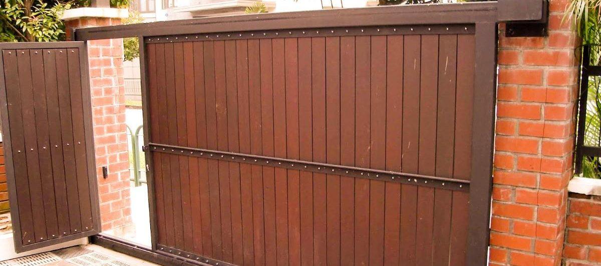 Откатные ворота с калиткой внутри
